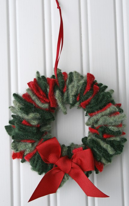 savvyhousekeeping recycled christmas wreath old sweaters