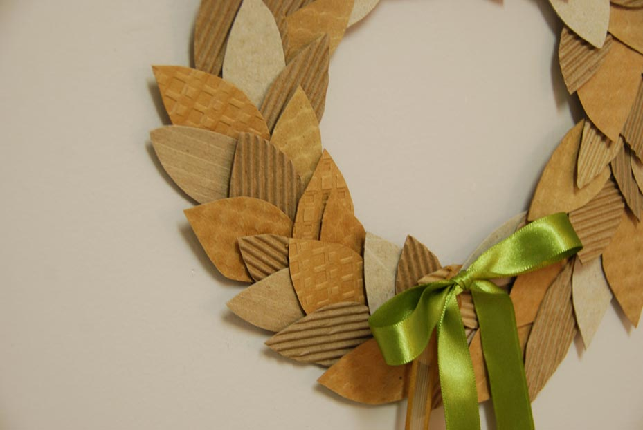 savvyhousekeeping recycled christmas wreath from coffee sleeves