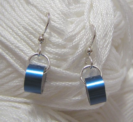 savvyhousekeeping jewelry from recycled knitting needles