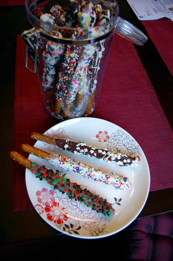 savvyhousekeeping chocolate dipped pretzels