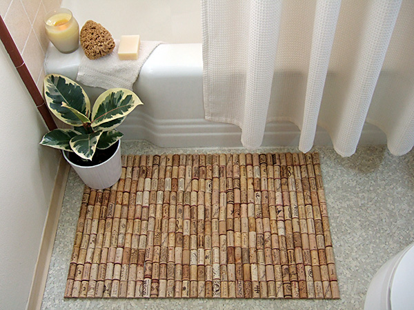 savvyhousekeeping making a bathmat out of wine corks