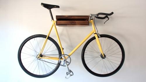 savvyhousekeeping bike and bookshelf