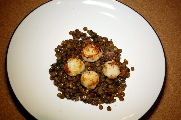 savvyhousekeeping seared scallops with lentils bacon spinach