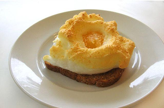 savvyhousekeeping 10 christmas breakfasts egg in a cloud