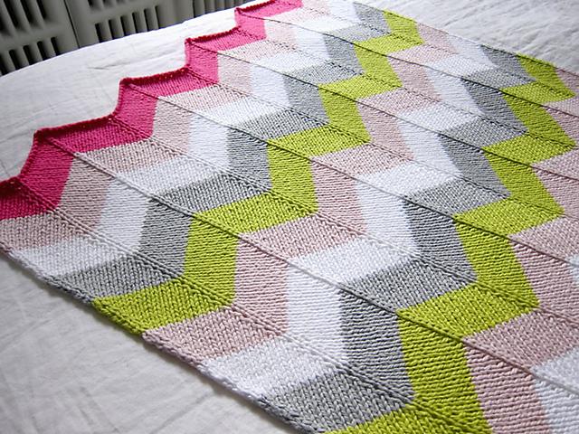 Savvyhousekeeping free knitting knit crochet pattern  chevron baby blanket
