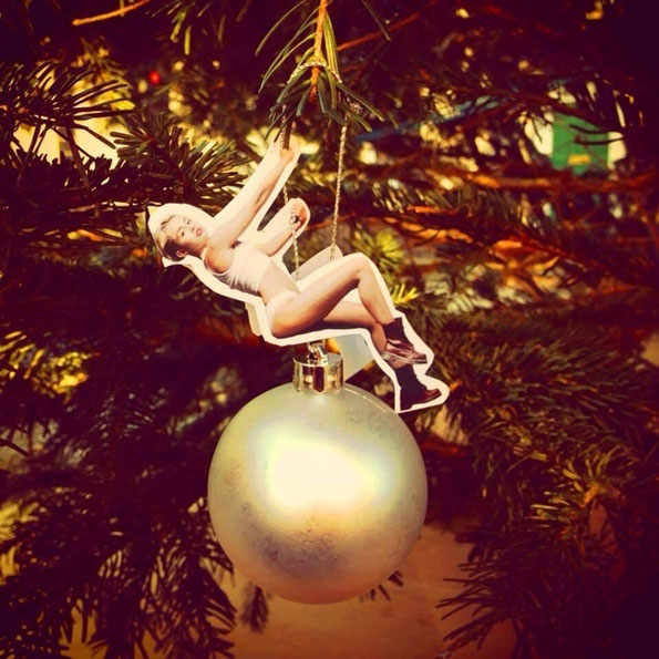 savvyhousekeeping Miley Cyrus Christmas ball ornament